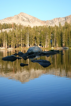 Yosemite_lake_rocks