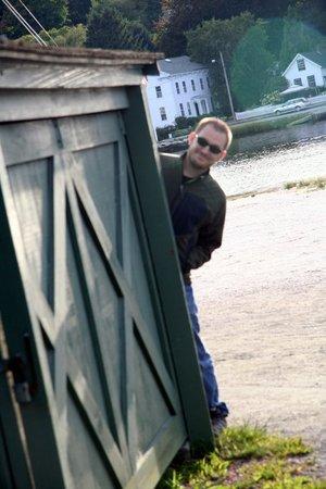 Peeping_crate